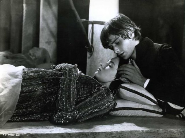 compare romeo and juliet with the man he killed